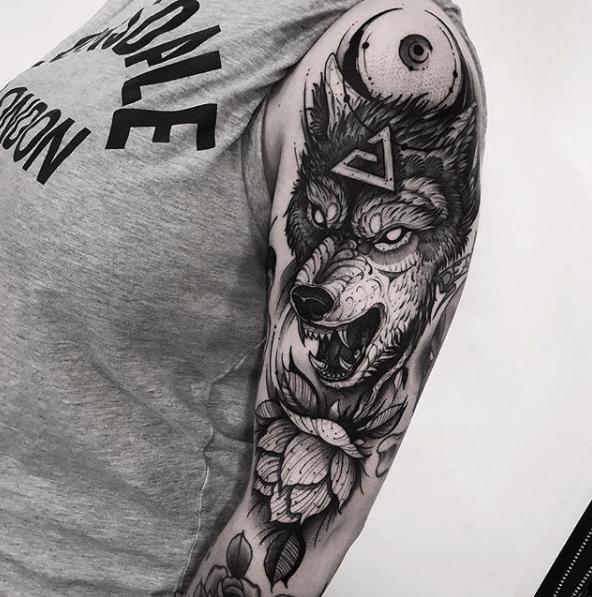 Franki Tattoo - Blackwork - Black Ship Tattoo Barcelona