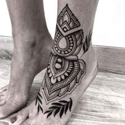 Geometric Tattoo - Black Ship Tattoo BCN